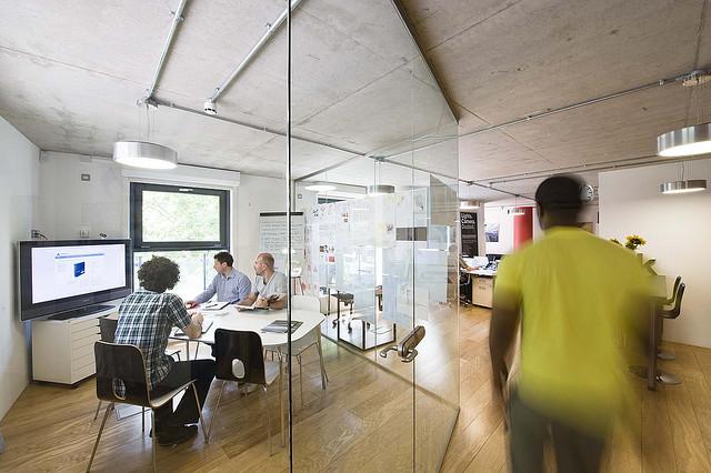 interacciones laborales y productividad