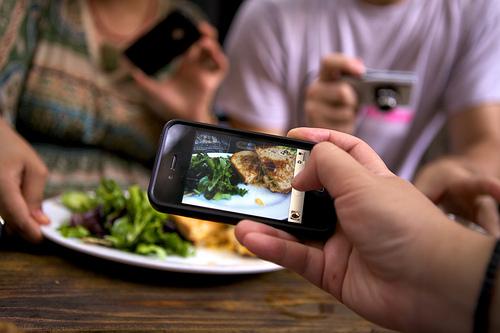 comidas y platos en el móvil