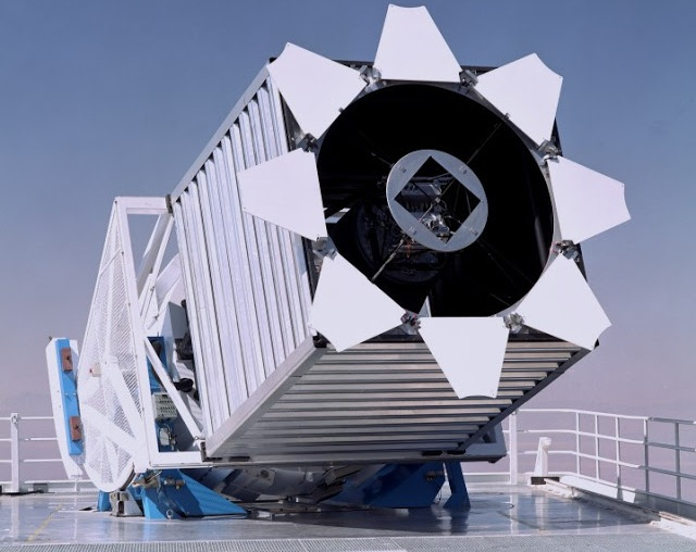 TThe Sloan Foundation 2.5m Telescope at Apache Point Observatory