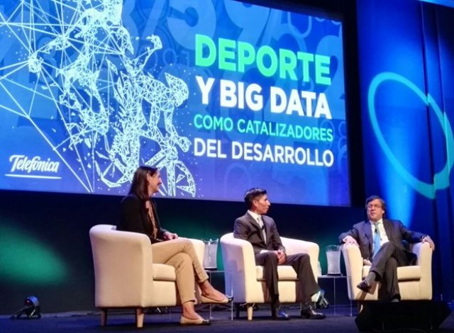 Elena Gil, Nairo Quintana y Luis Alberto Moreno