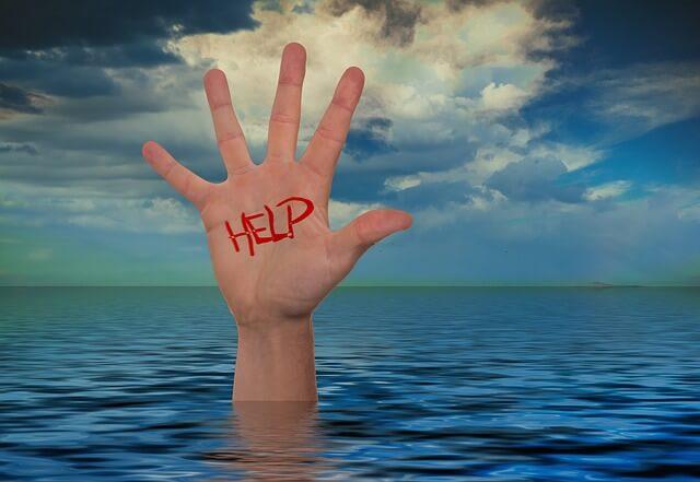 mano que pide ayuda