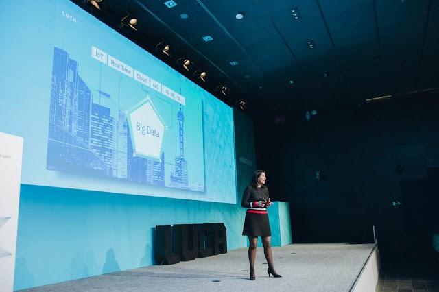 Figura 1 : Elena Gil durante el Big Data Innovation Day 2017