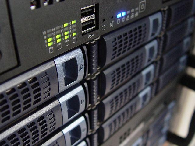 Servidores, hosting y dominios