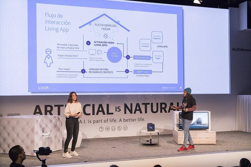 FOTO 2: Chema Alonso y Ana Molina durante su presentación de Movistar Living Apps