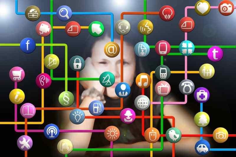Redes sociales y algoritmos