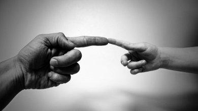 Uniendo dedos
